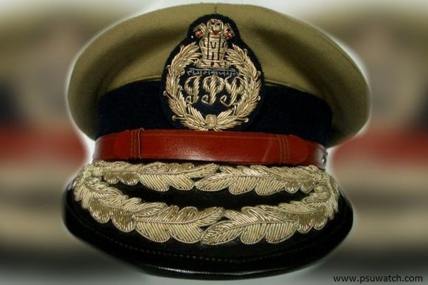 What is the salary of an IPS officer